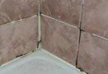 nettoyer les joints de salle de bain. cool truc pour la salle de ... - Astuce Pour Nettoyer Les Joints De Salle De Bain