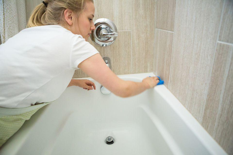 9 trucs et astuces pour nettoyer une salle de bain efficacement. Black Bedroom Furniture Sets. Home Design Ideas