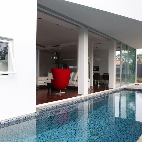 Mosa que et carrelage de piscine la pierre naturelle ou for Colle pour liner piscine