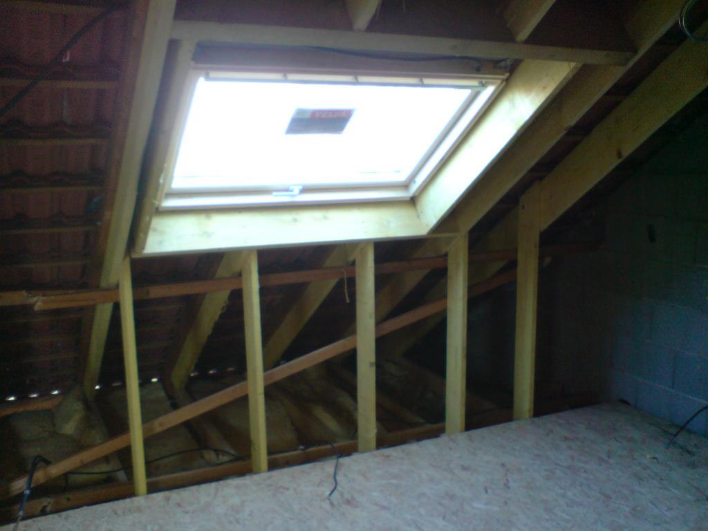 tout savoir sur les fen tres de toit velux mat riaux types d ouverture et installation. Black Bedroom Furniture Sets. Home Design Ideas