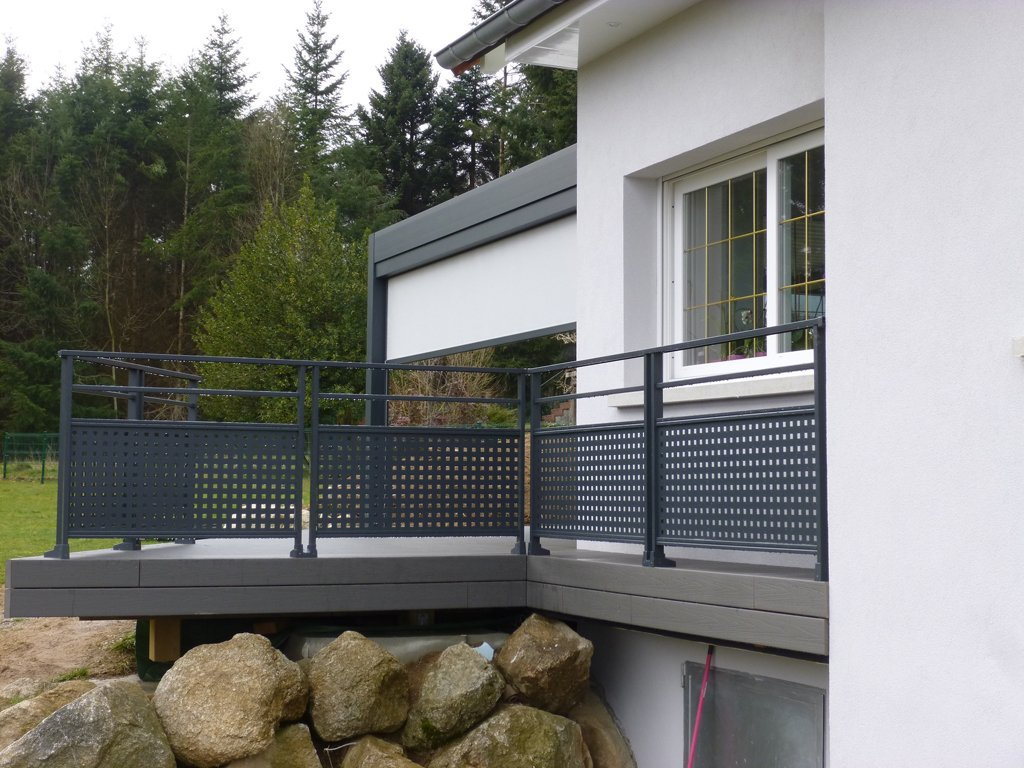 garde corps en verre et inox pour son balcon ou sa. Black Bedroom Furniture Sets. Home Design Ideas