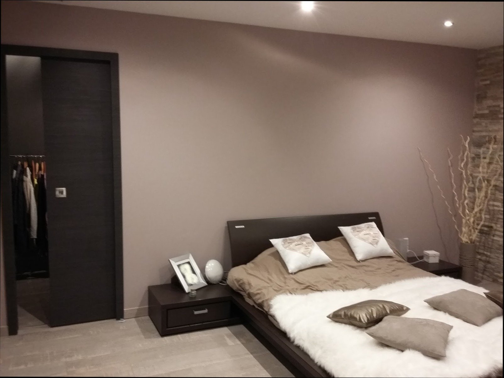 couleur taupe 30 id es d co de la cuisine la chambre. Black Bedroom Furniture Sets. Home Design Ideas